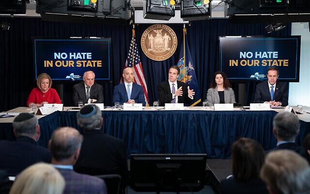 """Le gouverneur de l'État de New York, Andrew M. Cuomo, lance la campagne """"No Hate in Our State"""" [Pas de haine dans notre État] visant à lutter contre la haine et l'antisémitisme dans l'État, le 27 février 2020. (Autorisation)"""