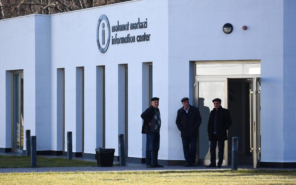 Entrée du centre d'information du complexe commémoratif du génocide de Quba en Azerbaïdjan. (Larry Luxner/ Times of Israel)