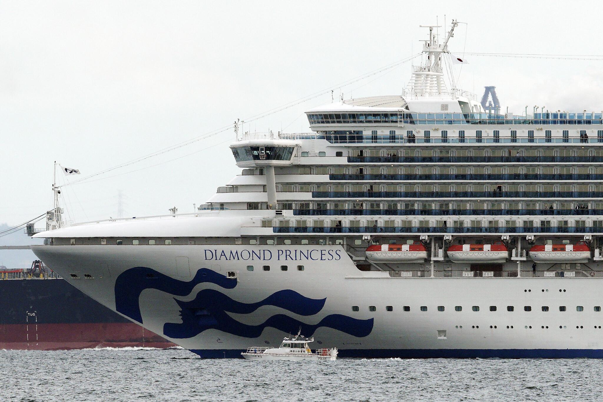 Coronavirus : 3700 personnes confinées à bord d'un bateau de croisière au Japon