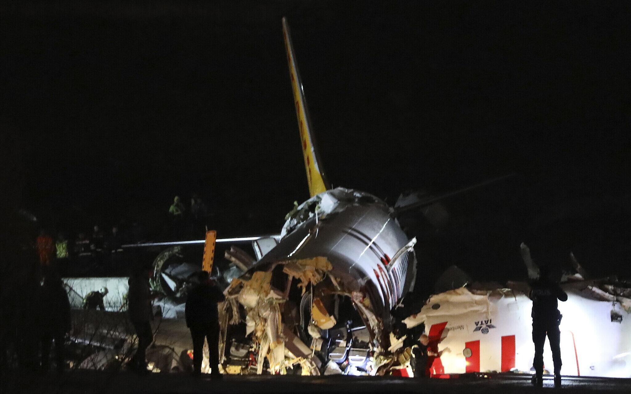 Un Boeing 737 se brise en deux à l'atterrissage — Turquie