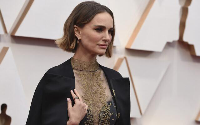 Natalie Portman aux Oscars au Dolby Theatre de Los Angeles, le 9 février 2020, . (Crédit : Jordan Strauss/Invision/AP)
