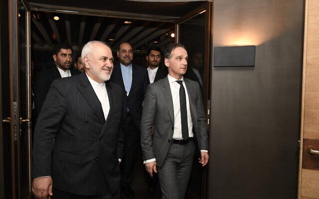 Le ministre allemand des Affaires étrangères Heiko Maas, à droite, rencontre le ministre iranien des Affaires étrangères Mohammad Javad Zarif, à gauche, lors de la 56e conférence de Munich sur la sécurité à Munich, en Allemagne, le 15 février 2020. (Crédit : Thomas Kienzle / Pool via AP)