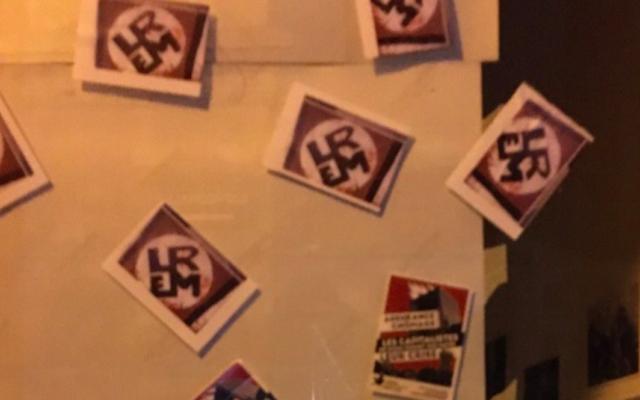 Des autocollants reprenant les lettres L, R, E et Mde la République en marche de sorte à évoquer des croix gammées. (Crédit : Une nouvelle respiration / Facebook)