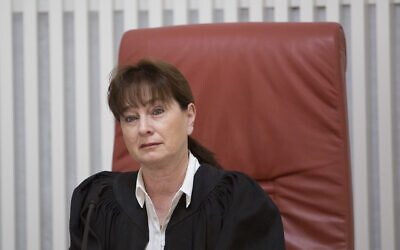 La juge à la Cour suprême Anat Baron (Crédit : Noam Revkin Fenton/Flash90)
