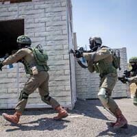 Photo d'illustration. Des soldats israéliens de l'unité de lutte contre le terrorisme d eLotar lors d'un entraînement sur la base militaire d'Adam, près de Modiin, le 22 juillet 2019  (Crédit : Yonatan Sindel/Flash90)