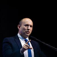 """Le ministre de la Défense Naftali Bennett s'exprime lors de la conférence """"Makor Rishon"""" au Centre de convention internationales de Jérusalem, le 8 décembre 2019. (Yonatan Sindel/Flash90)"""
