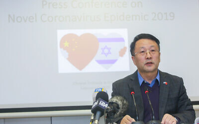 Une conférence de presse à l'ambassade de Chine à Tel-Aviv avec le diplomate Dai Yuming sur le coronavirus, qui est originaire de Chine et s'est répandu dans le monde entier, le 2 février 2020. (Crédit : Flash90)