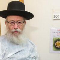Le ministre de la Santé Yaakov Litzman visite le centre médical Sheba à Ramat Gan, le 4 février 2020. (Flash90)
