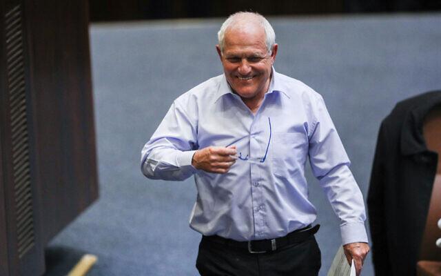 Le député Likud Haim Katz au cours d'un débat en session plénière de la Knesset sur sa demande d'immunité parlementaire face aux poursuites, le 17 février 2020. (Crédit : Yonatan Sindel/Flash90)