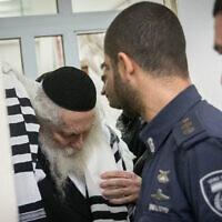 Le rabbin Eliezer Berland lors d'une audience du triubunal à la cour des magistrats de Jérusalem, le 20 février 2020 (Crédit : Yonatan Sindel/Flash90 )