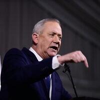 Le chef du parti Kakhol lavan, Benny Gantz, lors d'une conférence de presse à l'hôtel Kfar Maccabiah, Ramat Gan, le 26 février 2020. (Tomer Neuberg/Flash90)