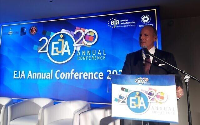 Elan Carr, l'envoyé spécial du Département d'Etat américain chargé de la surveillance et de la lutte contre l'antisémitisme, à la conférence annuelle de l'Association juive européenne à Paris le 24 février 2020. (Autorisation)