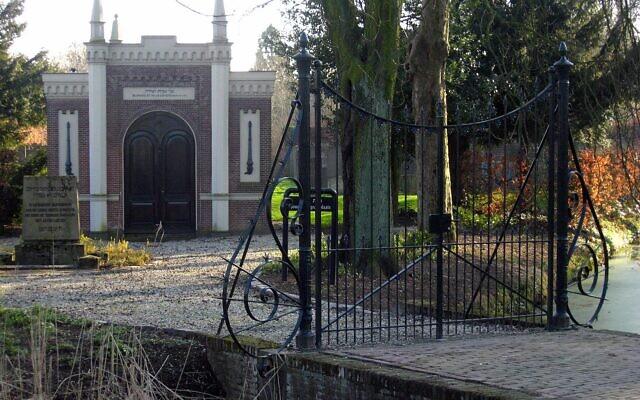Le cimetière juif de Dordrecht, au Pas-Bas. (Crédit : Goodness Shamrock CC BY-SA/wikimedia)