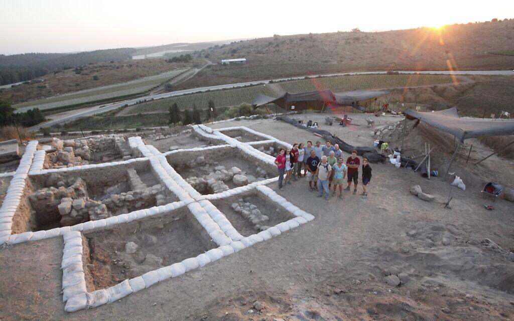 Temple cananéen à Lachish. (Autorisation de la Quatrième expédition à Lachish)