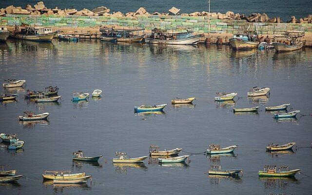 Bateaux de pêche dans le port de la ville de Gaza, 25 juin 2019. (Hassan Jedi/Flash90)