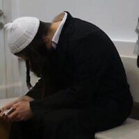 Amiram Ben-Uliel, suspect d'une attaque terroriste à Duma, au tribunal de district de Lod le 26 juin 2019. (Capture d'écran/YouTube)