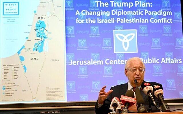 L'ambassadeur des États-Unis en Israël, David Friedman, lors d'un briefing organisé par le Jerusalem Center for Public Affairs, le 9 février 2020. (Matty Stern/ Ambassade des États-Unis à Jérusalem)