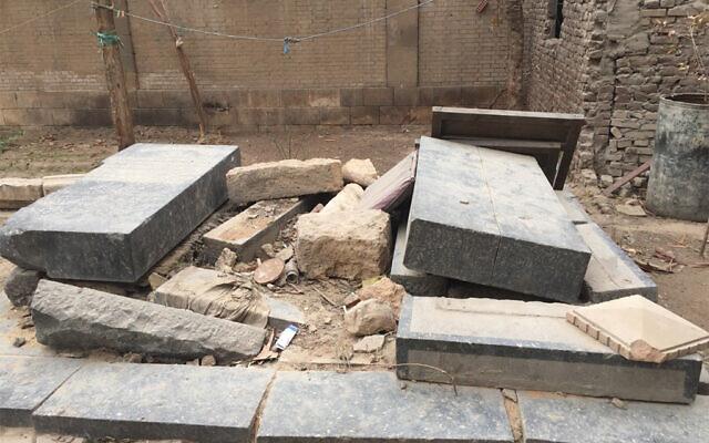 Des tombes dans le cimetière juif historique du quartier de Bassatine au Caire. (Crédit)
