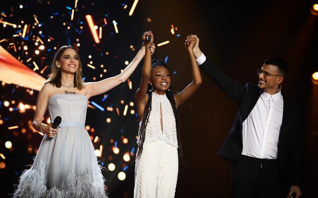 """Eden Alene, la représentante d'Israël à l'Eurovision 2020 et lauréate du programme de télé-réalité """"Nouvelle Star"""" lors de la finale au studio de Neve Ilan à proximité de Jérusalem le 4 février 2020. (Shlomi Cohen/Flash90)"""