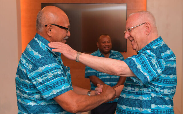 Le président Reuven Rivlin avec son homologue fidjien le président Jioji Konrote, le 20 février 2020. (Kobi Gideon / GPO)