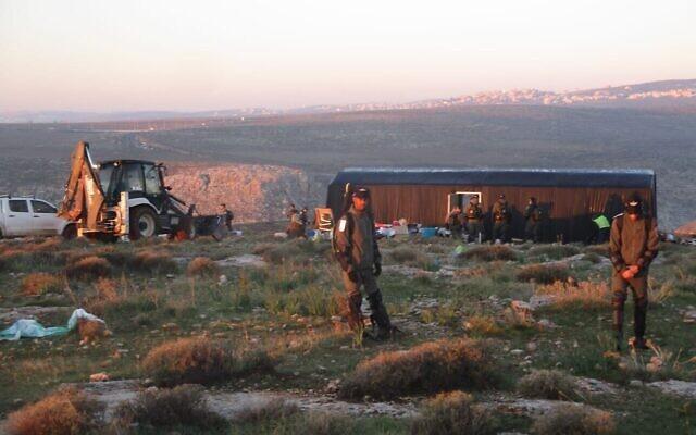 Les forces de sécurité rasent des constructions illégales à Maale Shlomo, le 5 février 2020. (Honenu)
