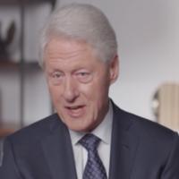 "Bill Clinton intervient dans un clip de ""Viral: Antisemitism in Four Mutations"". (Capture d'écran de Newsweek via JTA)"
