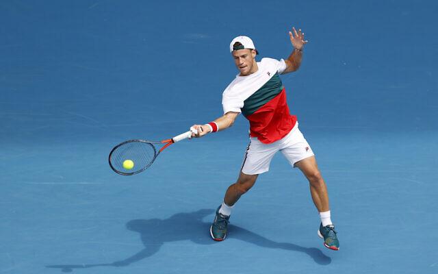 Diego Schwartzman d'Argentine en action lors de son match de quatrième tour du simple masculin contre Novak Djokovic de Serbie lors de la septième journée de l'Open d'Australie 2020 à Melbourne Park, le 26 janvier 2020 à Melbourne, Australie. (Fred Lee/Getty Images via JTA)
