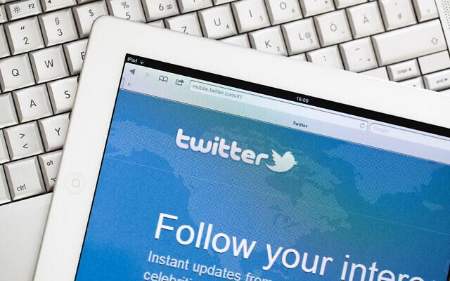 Un iPad sur lequel est affiché le site Twitter. (wundervisuals via iStockPhoto)