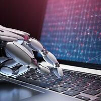 Une image illustrative de robots pirates ; l'utilisation de l'intelligence artificielle dans la cybersécurité. (Iaremenko ; iStock par Getty Images)