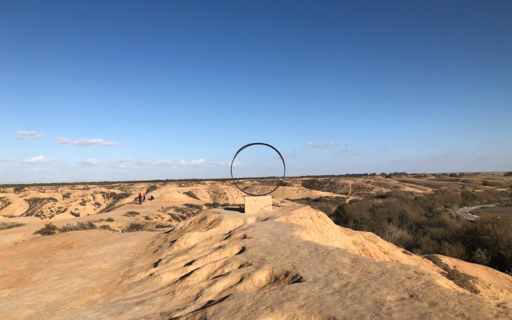 Le paranoma ouvrant sur les collines à proximité du Nahal Besor, dans le Negev (Crédit : Jessica Steinberg/Times of Israel)
