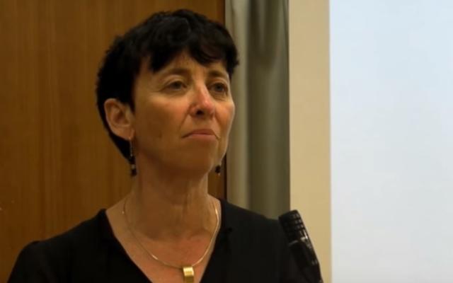 La professeure Vered Noam de l'université de Tel-Aviv, lauréate du prix Israël 2020 pour l'étude du Talmud, première femme à recevoir ce prix prestigieux (Capture d'écran YouTube)