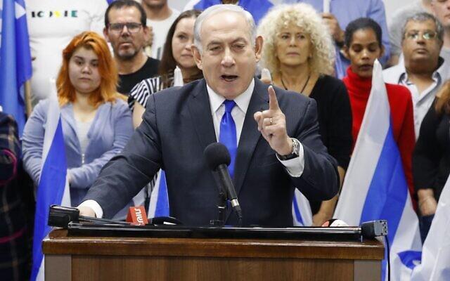 Le Premier ministre et leader du Likud, Benjamin Netanyahu, lors d'une déclaration à Petah Tikva, le 7 mars 2020. (Crédit : Jack GUEZ / AFP)
