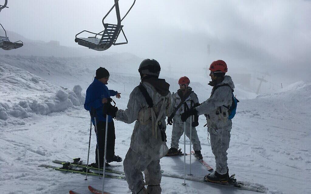 L'unité spéciale alpine de l'armée israélienne s'entraîne sur le Hermon. (Uriel Heilman/ JTA)