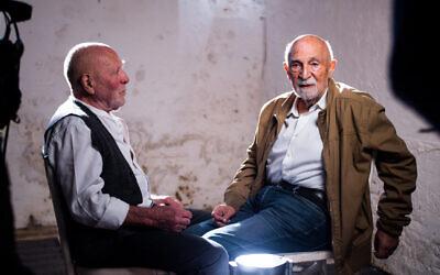 Simon Gronwski et Koenraad Tinel sur un tournage dans le cadre d'un film documentaire. (Crédit : Facebook)