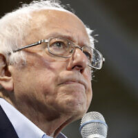 Le sénateur Bernie Sanders, candidat démocrate à la présidence des États-Unis, lors d'un rassemblement de campagne, le 29 février 2020 à Virginia Beach, en Virginie. (Crédit : AP Photo/Steve Helber)