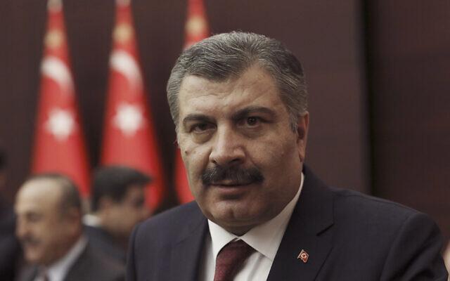Le ministre turc de la Santé Fahrettin Koca s'adresse aux journalistes après une réunion sur le nouveau coronavirus à Ankara, en Turquie, le 18 mars 2020. (Crédit : AP / Burhan Ozbilici)