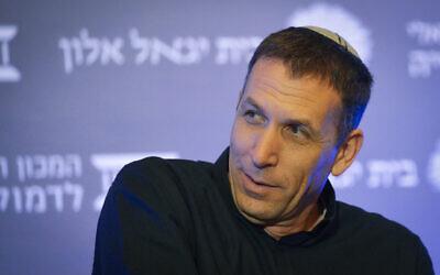 Matan Kahane, membre du nouveau parti de droite Yamina, prend la parole lors d'une conférence organisée par Israel Democracy Institute à Tel Aviv, le 14 mars 2019. (Crédit : Yossi Zeliger)