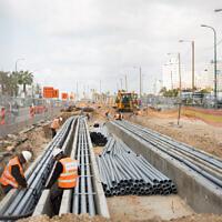 Illustration : construction du tramway léger Tel-Aviv, sur le boulevard Jérusalem à Tel-Aviv-Jaffa, le 25 février 2020. (Crédit : Miriam Alster/Flash90)