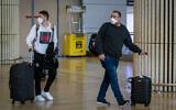 Illustration - Des personnes portant des masques par crainte du coronavirus à l'aéroport international Ben Gurion, le 27 février 2020. (Flash90)