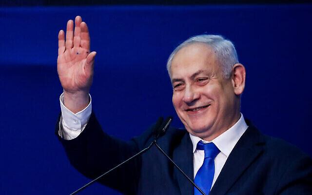 Le Premier ministre Benjamin Netanyahu s'adresse aux partisans le soir des élections au siège du parti à Tel Aviv, le 3 mars 2020. (Crédit : Olivier Fitoussi / Flash90)
