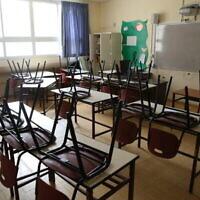 Une école fermée dans la ville de Safed, au nord du pays, le 13 mars 2020. (David Cohen/Flash90)