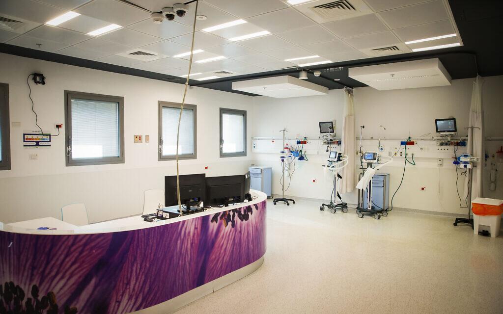Un nouveau service au centre médical Assuta à Ashdod pour les personnes infectées par le Coronavirus, 16 mars 2020. (Crédit : Flash90)