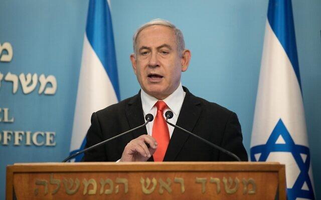 Le Premier ministre Benjamin Netanyahu fait une déclaration télévisée au sujet de l'épidémie de coronavirus, au bureau du Premier ministre à Jérusalem, le 16 mars 2020. (Crédit : Yonatan Sindel / Flash90)