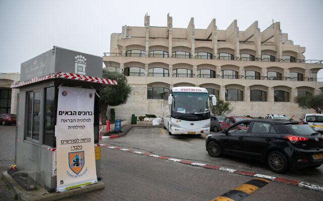 L'hôtel Dan Panorama à Jérusalem transformé en centre d'hébergement pour isoler les patients atteints de cas légers de coronavirus, le 17 mars 2020. (Crédit : Olivier Fitoussi / Flash90)