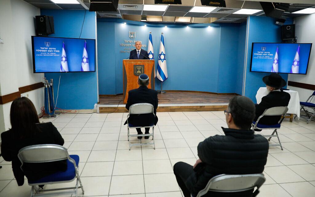 Le Premier ministre israélien Benjamin Netanyahu au cours d'une conférence de presse au bureau du Premier ministre de Jérusalem, le 25 mars 2020 (Crédit : Olivier Fitoussi/Flash90)