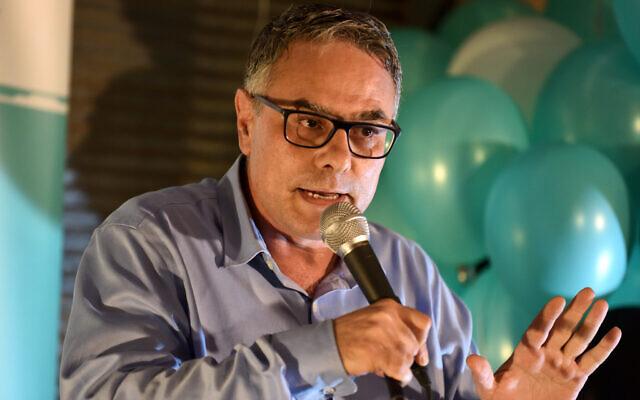 Mtanes Shihadeh, chef de la faction Balad de la Liste arabe unie, lors d'un événement de campagne électorale, le 20 août 2019. (Crédit : Gili Yaari / Flash90)