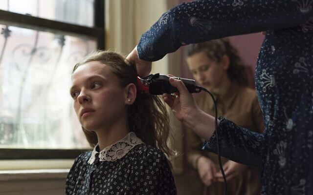 "Shira Haas dans ""Unorthodox"" sur Netflix (Crédit : Anika Molnar/Netflix)"