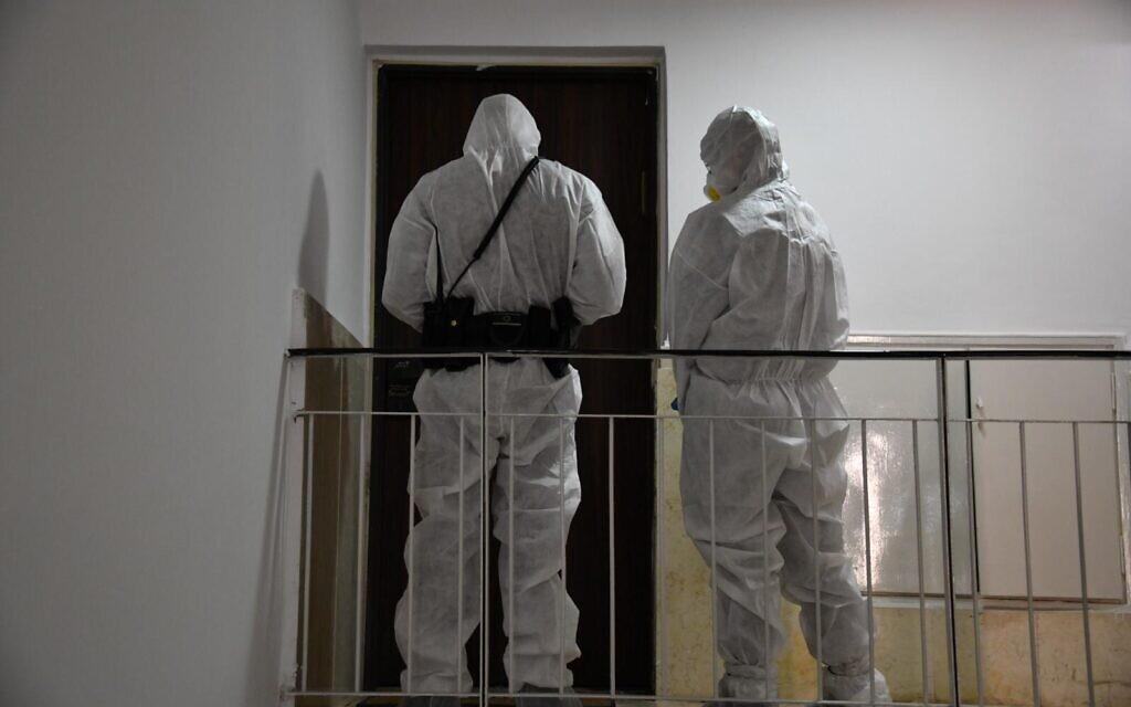 Des agents de la police israélienne s'assurent que les Israéliens respectent les directives gouvernementales visant à lutter contre le coronavirus, sur une photographie non datée. (Police israélienne)