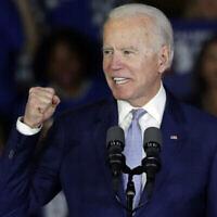 Joe Biden, ancien vice-président et candidat à l'investiture démocrate, s'exprime lors d'un meeting de campagne électoral, le mardi 3 mars 2020 à Los Angeles. (AP Photo/Chris Carlson)