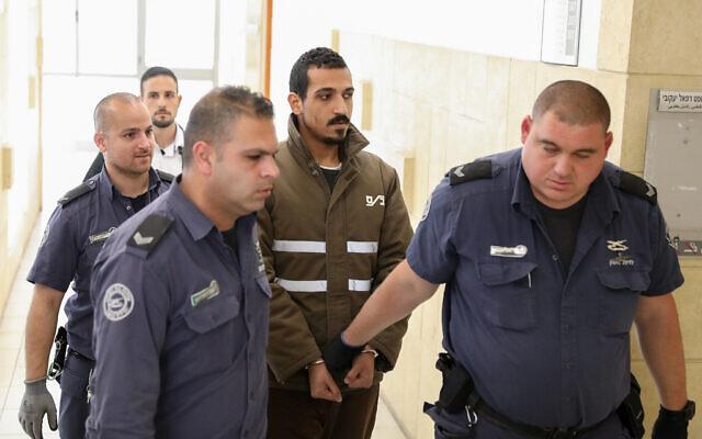 Sand Al-Turman, le suspect d'une attaque à la voiture bélier qui a blessé une dizaine de soldats israéliens à la Première Gare de Jérusalem il y a quelques semaines, est présenté au tribunal de Jérusalem le 11 mars 2020.  (Photo par Olivier Fitoussi/Flash90)